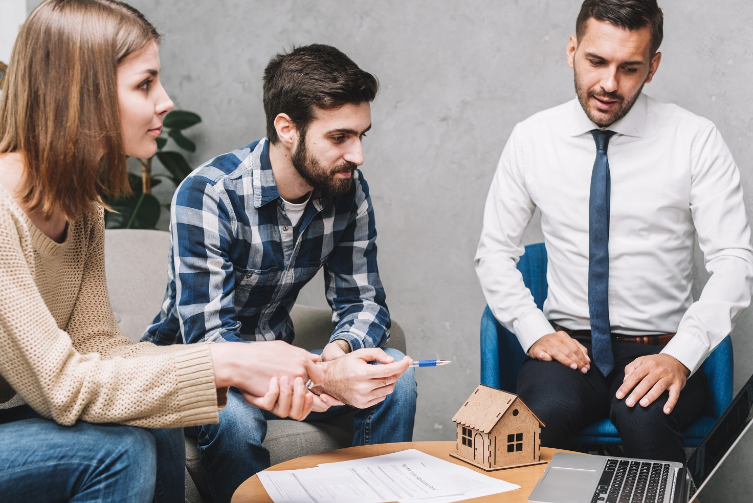 The Difference Between a Principal Broker, Associate Broker and a Real Estate Salesperson